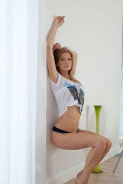 Красивая девушка из Тольятти познакомится с мужчиной для интимных встреч